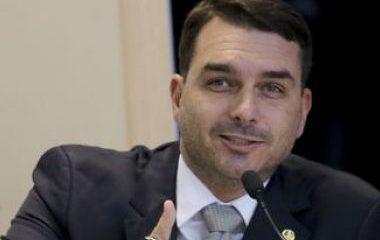 Ex-assessora de Flávio confessa rachadinha e entrega de valores para Queiroz