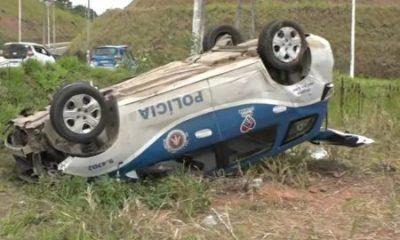 Policiais ficam feridos após viatura capotar na Bahia