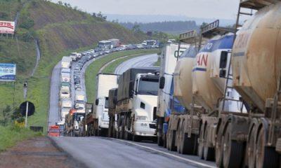 Caminhoneiros ameaçam fazer greve no dia 1º de fevereiro